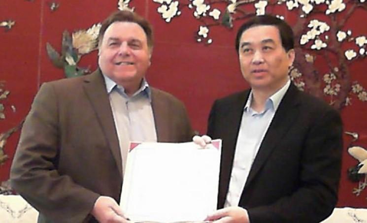 Jack Bermingham with Mayor Zhu Minyang of Yangzhou, China